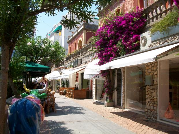 Shopping in amalfi coast for Craft stores naples fl